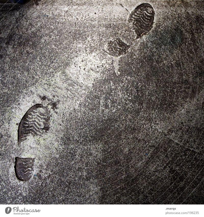Eindruck Ausflug Arbeitsplatz Baustelle Fuß Straße Wege & Pfade Beton Zeichen gehen laufen trist grau anstrengen einzigartig Mobilität skurril Spuren schreiten