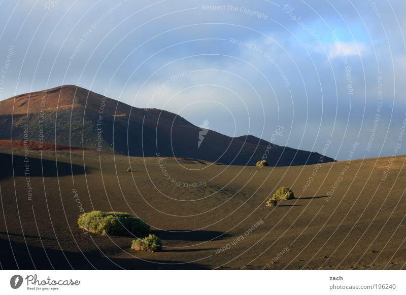 Feuerberge Himmel Natur blau Sommer Ferien & Urlaub & Reisen Ferne dunkel Berge u. Gebirge Landschaft Umwelt Sand Stein braun Erde Felsen Insel