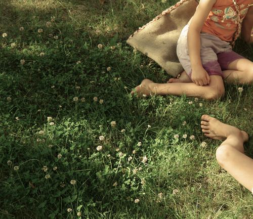 Wiesenlieger Lifestyle Freizeit & Hobby Spielen Ferien & Urlaub & Reisen Sommer Sommerurlaub Sonne Beine Fuß Garten Accessoire Brunft Coolness Warmherzigkeit