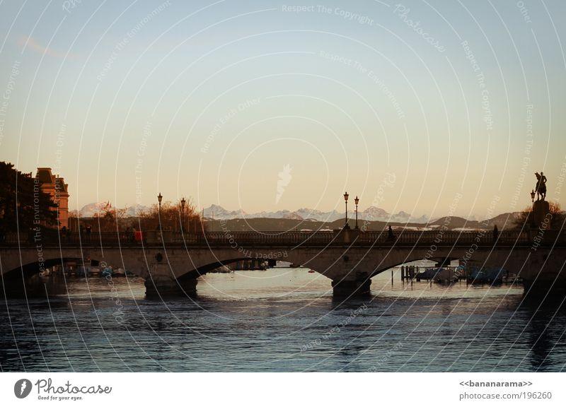 Zürich by bananarama Himmel Wasser Ferne Berge u. Gebirge Horizont Wasserfahrzeug Beton Brücke Fluss Klarheit Alpen Aussicht Schweiz Laterne Statue Abenddämmerung