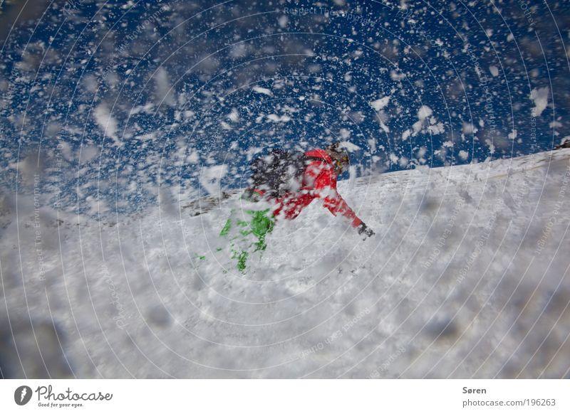 SWOOOOSH! Snowboarder Freude Aktion Kurve turn Spray Weitwinkel shwoosh Schnee Schneefall Skipiste Snowboarding Schneeflocke Kurvenlage 1 Außenaufnahme Farbfoto