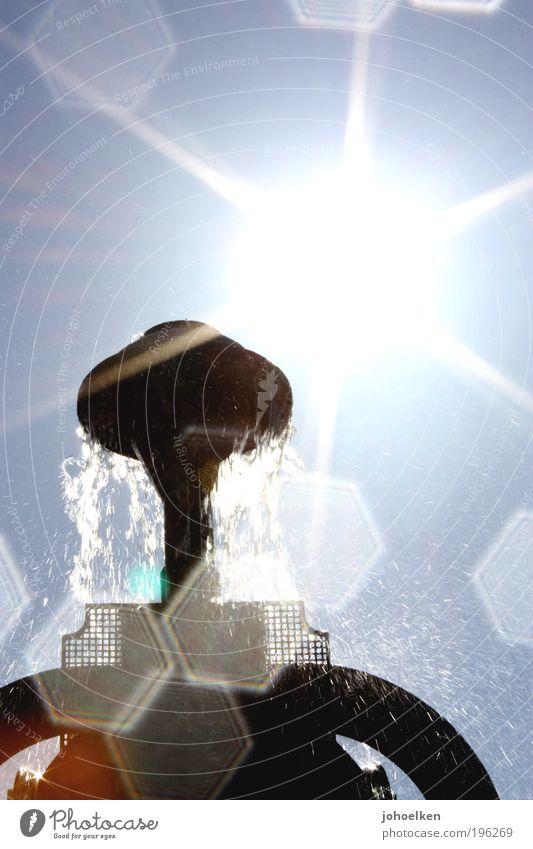 Hexagon Sightseeing Städtereise Sommer Sonne Skulptur Wasser Wassertropfen Himmel Wolkenloser Himmel Sonnenlicht Schönes Wetter Park Altstadt Sehenswürdigkeit