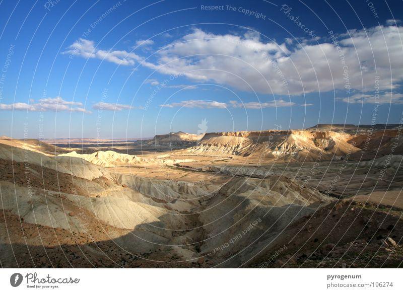 Krater Landschaft Erde Sand Himmel Horizont Schönes Wetter Wüste blau braun Farbfoto Außenaufnahme Menschenleer Abend Licht Schatten Kontrast Sonnenlicht