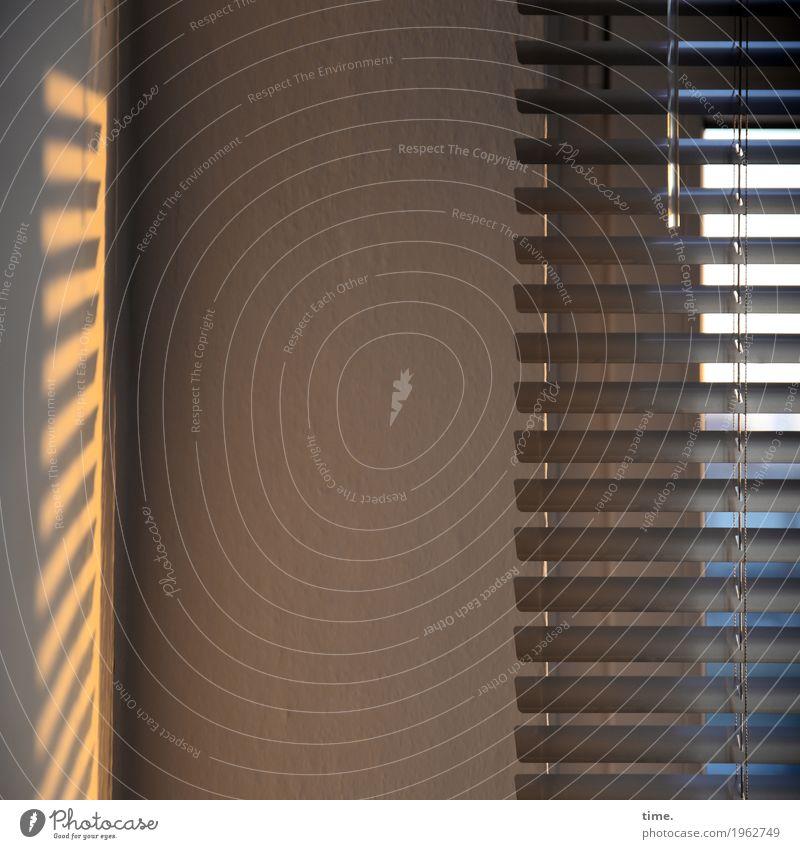 mood on location Raum Jalousie Fenster dunkel Stadt Stimmung Zufriedenheit Leidenschaft Verschwiegenheit Gelassenheit Ausdauer Ordnungsliebe Fernweh