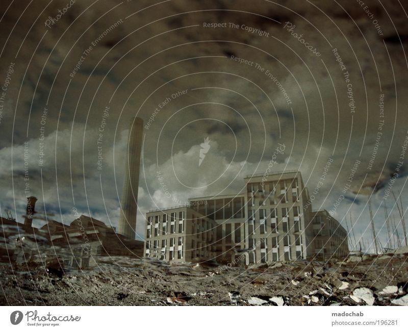 IM WUNDERLAND Stadt Haus dunkel kalt Architektur Wetter Angst Vergänglichkeit kaputt Wandel & Veränderung Zukunftsangst Fabrik Verfall Krieg gruselig chaotisch