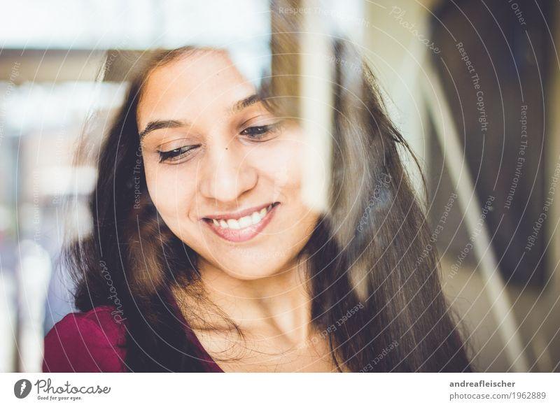 Pallavi 07 feminin Junge Frau Jugendliche Leben 1 Mensch 18-30 Jahre Erwachsene T-Shirt schwarzhaarig brünett langhaarig Freude Glück Fröhlichkeit Zufriedenheit