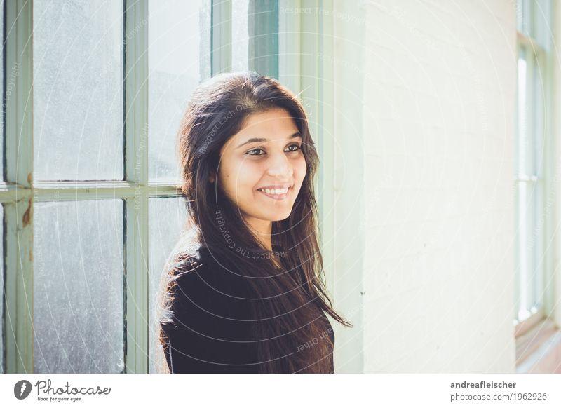 Pallavi 10 Student Business feminin Junge Frau Jugendliche Leben Mensch 18-30 Jahre Erwachsene Pullover schwarzhaarig brünett langhaarig Scheitel Lächeln