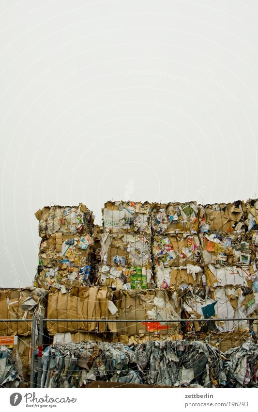 Papiermüll Papier Müll Sammlung Karton Anhäufung Wertstoff Recycling Umwelt Wirtschaft entsorgen Rohstoffe & Kraftstoffe Altpapier wegwerfen Zellstoff Bestandsaufnahme Papierfabrik