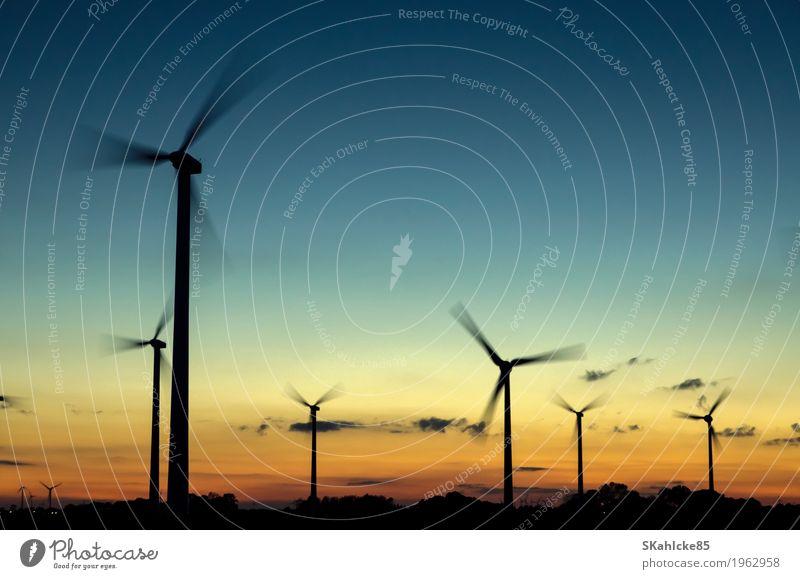 Windkraftanlagen im Sonnenuntergang Maschine Technik & Technologie Wissenschaften Fortschritt Zukunft High-Tech Energiewirtschaft Erneuerbare Energie Industrie