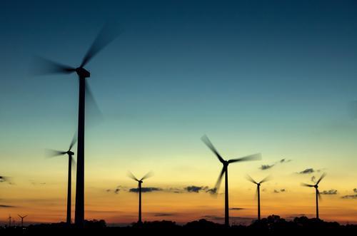 Windkraftanlagen im Sonnenuntergang Natur Ferien & Urlaub & Reisen Sommer Landschaft Winter Umwelt Frühling Herbst Energiewirtschaft Technik & Technologie