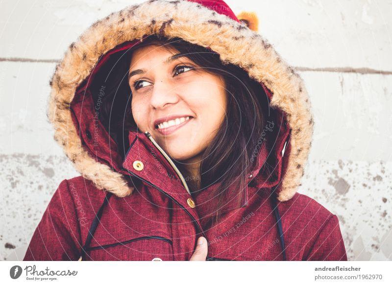 Pallavi 09 feminin Junge Frau Jugendliche Leben 1 Mensch 18-30 Jahre Erwachsene Mantel schwarzhaarig langhaarig Lächeln Fröhlichkeit Zufriedenheit Lebensfreude