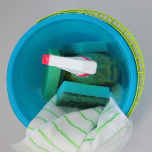 Frühjahrsputz ... blau grün weiß rot gelb Arbeit & Erwerbstätigkeit authentisch Beginn einzigartig Sauberkeit Reinigen Kunststoff anstrengen Tatkraft