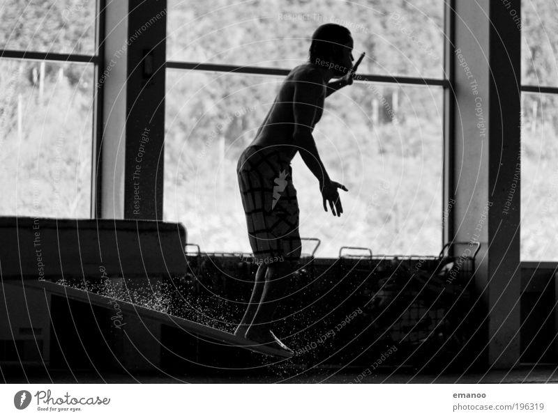 launch and waterdrops Mensch Jugendliche Wasser Freude schwarz Erwachsene Sport Bewegung springen Freizeit & Hobby Schwimmen & Baden maskulin Wassertropfen Lifestyle stehen 18-30 Jahre