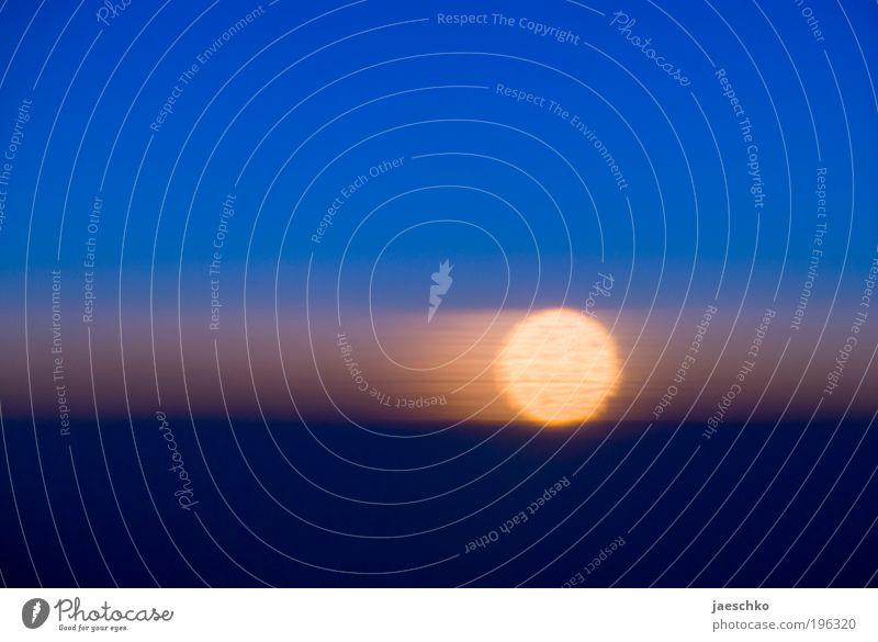 Im Flugzeug ohne Brille schön Himmel Sonne träumen Wärme glänzend Flugzeug Horizont ästhetisch einfach Klima rein einzigartig Wunsch Punkt Unendlichkeit