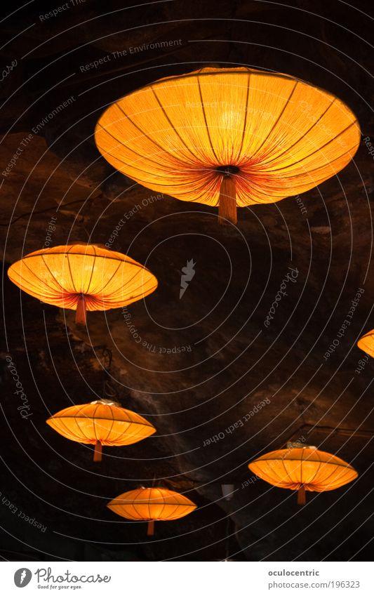 unterirdische Ufozuchtanlage gelb Lampe Stil Stein Wärme braun Beleuchtung gold Perspektive ästhetisch weich Innenarchitektur Restaurant Gastronomie UFO Höhle