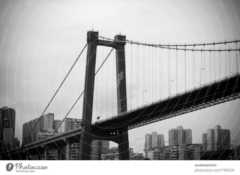 Golden Gate Fake Stadt Brücke Güterverkehr & Logistik Asien China Skyline Stress Schwarzweißfoto stagnierend Licht bevölkert Kleinstadt