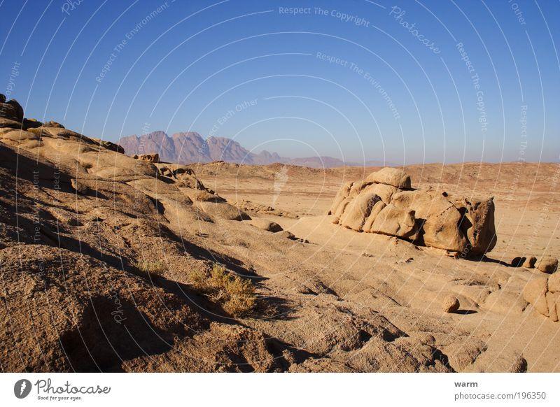 Sinai Ferne Freiheit Sonne Umwelt Natur Landschaft Erde Himmel Wolkenloser Himmel Schönes Wetter Felsen Berge u. Gebirge Sinai-Halbinsel Wüste blau braun grau