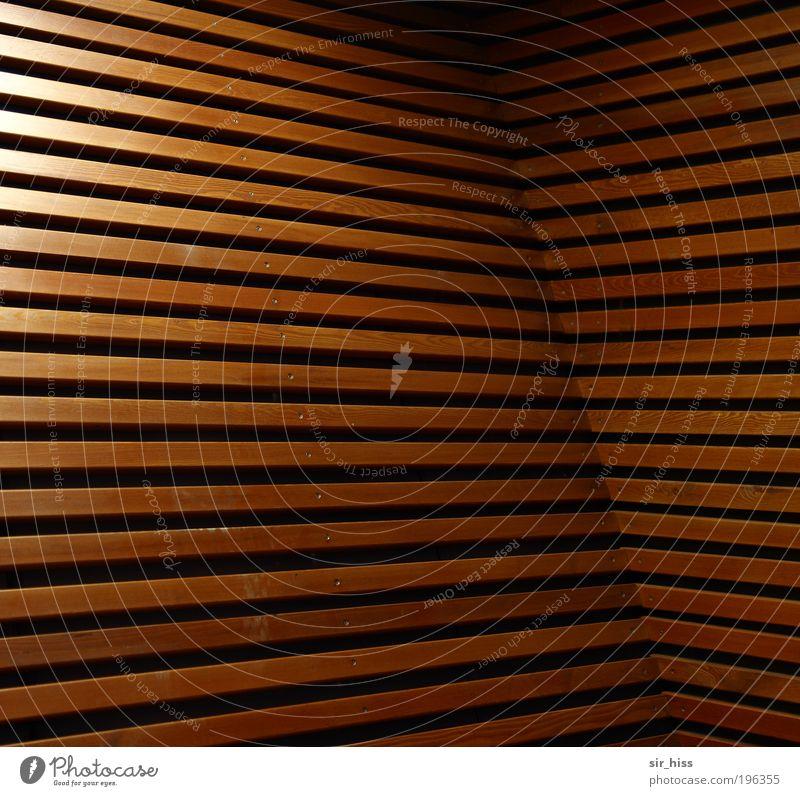 Lineare Unwucht Wand Holz Architektur Mauer Linie braun gold Fassade Innenarchitektur ästhetisch Perspektive außergewöhnlich Häusliches Leben Holzbrett eckig komplex