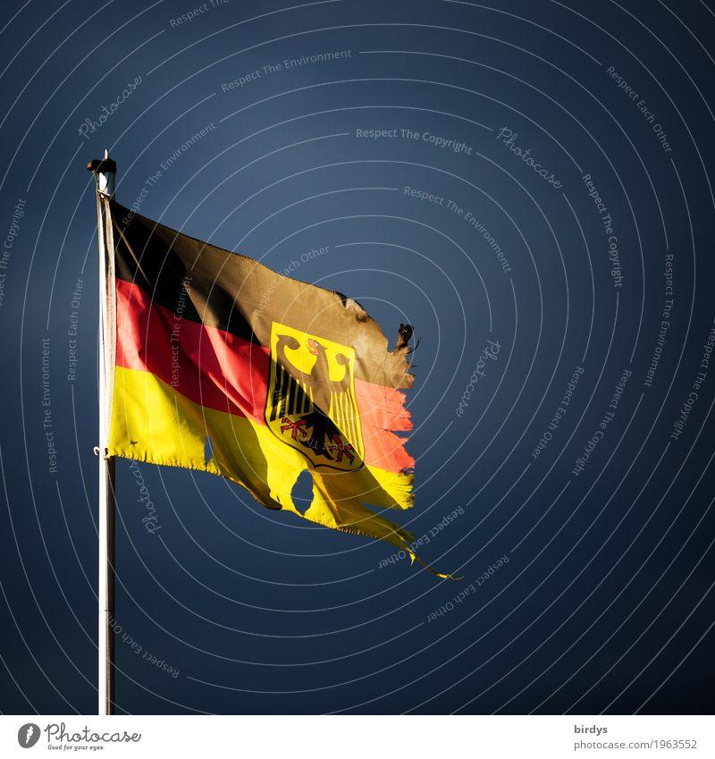 Armes reiches Deutschland Gewitterwolken Zeichen Bundesadler Fahne Deutsche Flagge authentisch kaputt gold rot schwarz Macht Verantwortung Sorge Verzweiflung