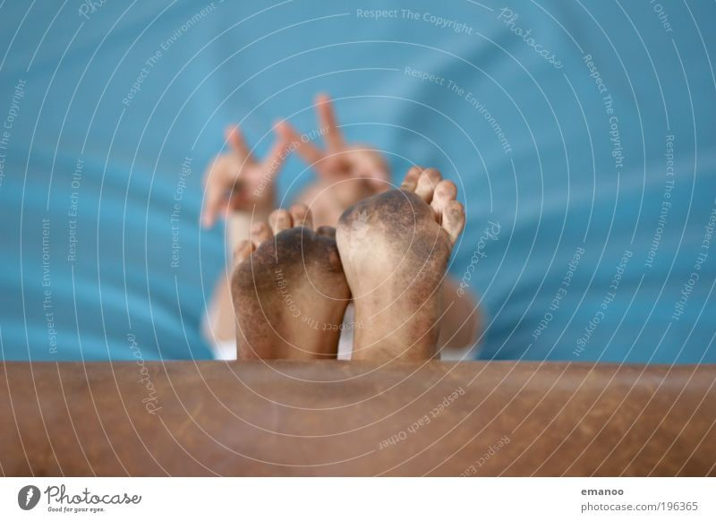 schwarzfuß peace Mensch Freude ruhig Erholung Freiheit Fuß Zufriedenheit Freizeit & Hobby liegen sitzen dreckig Lifestyle Sauberkeit Frieden Barfuß Sessel
