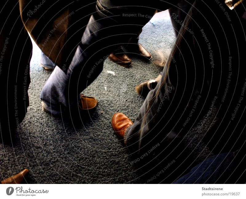 Meeting Sitzung Mensch Mann Erwachsene Fuß Menschengruppe Schuhe Bewegung CeBIT Hannover Gottesdienst Farbfoto Innenaufnahme Kunstlicht