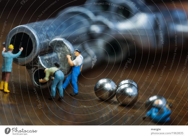 Miniwelten - Revolverhelden Mensch Mann blau Erwachsene braun maskulin Technik & Technologie gefährlich bedrohlich Baustelle Kugel Figur Werkstatt Arbeitsplatz