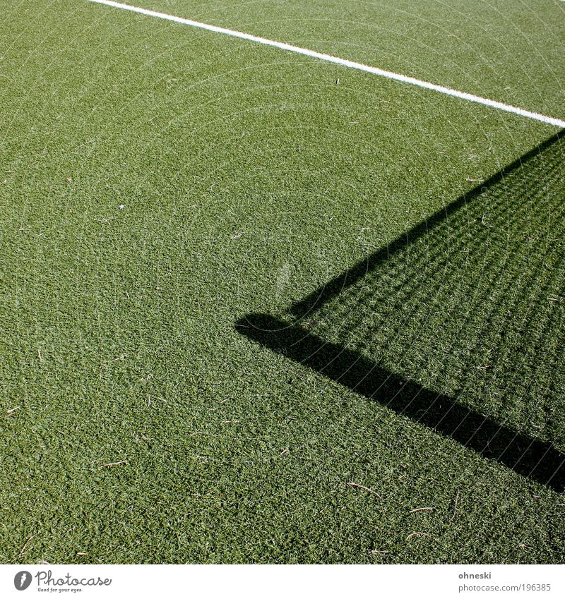 Netz Sport Ballsport Fußball Tennis Tennisnetz Tennisplatz Sportstätten Spielen grün Kunstrasen Farbfoto abstrakt Muster Strukturen & Formen Textfreiraum links