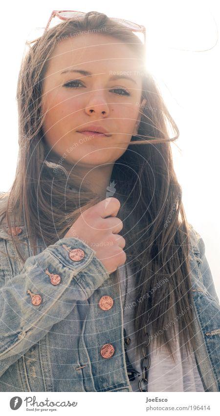 ...or just imagination? Frau schön Gesicht Erholung Leben Kopf Erwachsene Stil träumen Zufriedenheit elegant natürlich Lifestyle retro Brille