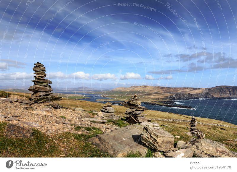 Da sein wandern Landschaft Himmel Wolken Schönes Wetter Hügel Felsen Wellen Meer Insel Republik Irland Valentia Island Stein hoch schön blau grün weiß ruhig