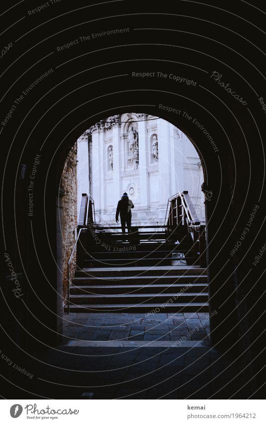 Durchgang ruhig Ferien & Urlaub & Reisen Tourismus Ausflug Abenteuer Sightseeing Städtereise 1 Mensch Venedig Italien Kirche Brücke Tunnel Treppe Fassade