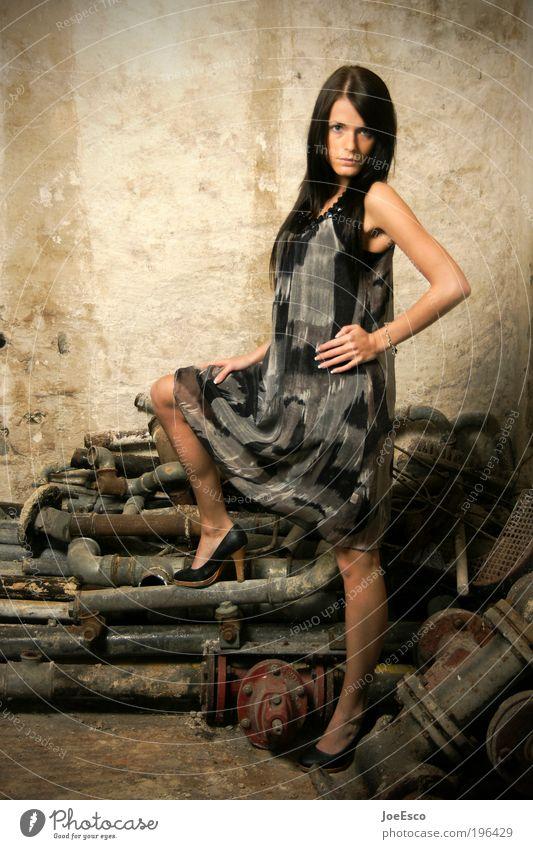 #196429 Lifestyle elegant Stil schön Nachtleben ausgehen clubbing Feste & Feiern feminin Frau Erwachsene Leben Mensch Ruine Mauer Wand Mode Kleid Damenschuhe