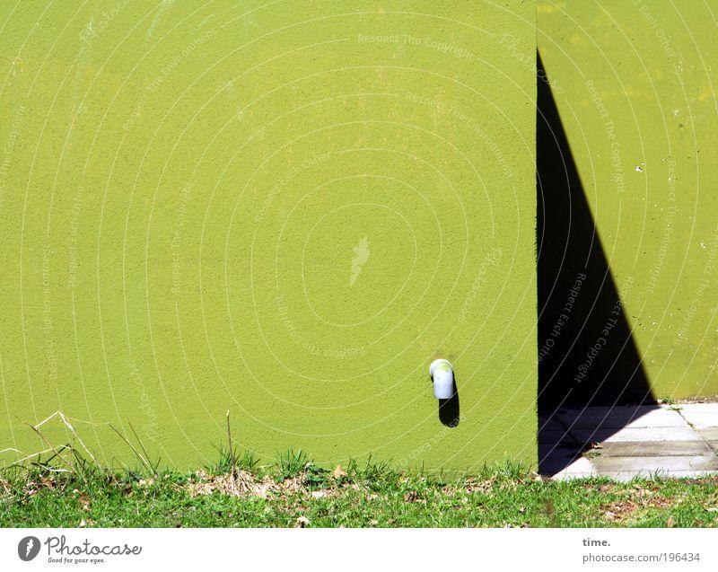 Toter Winkel Sonne grün Haus schwarz Farbe dunkel Wiese Wand Gras Frühling Farbstoff Wachstum Ecke Boden Bodenbelag Röhren