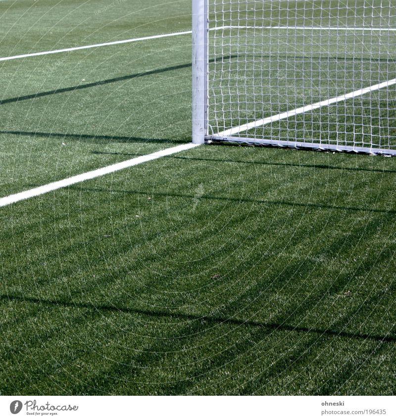 Tor Sport Ballsport Torwart Fußball Sportstätten Fußballplatz Spielen grün Netz gewinnen verlieren Weltmeisterschaft WM 2010 Farbfoto Außenaufnahme abstrakt