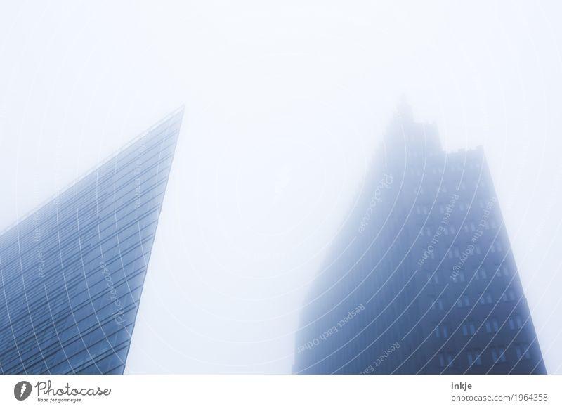 Berlin Herbst Winter schlechtes Wetter Nebel Stadt Hauptstadt Stadtzentrum Skyline Menschenleer Hochhaus Architektur kalt trist Dunst Grossstadtromantik