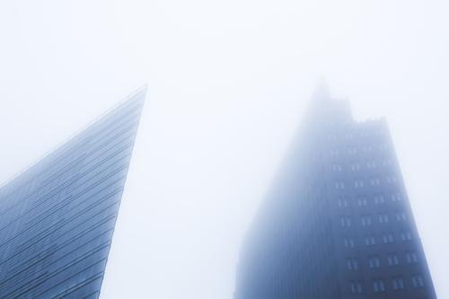 Berlin Himmel Stadt Winter Architektur kalt Herbst Nebel Hochhaus trist groß hoch Spitze Skyline Hauptstadt Stadtzentrum