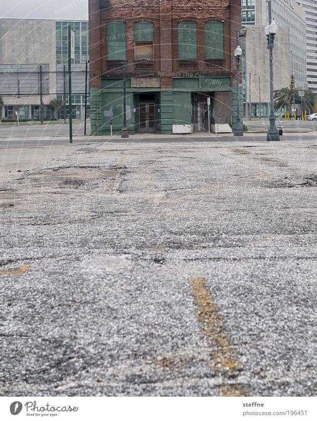Tristesse Stadt Einsamkeit Straße dunkel Gebäude Beton trist USA kaputt authentisch Asphalt historisch Verzweiflung Ruine Stadtzentrum
