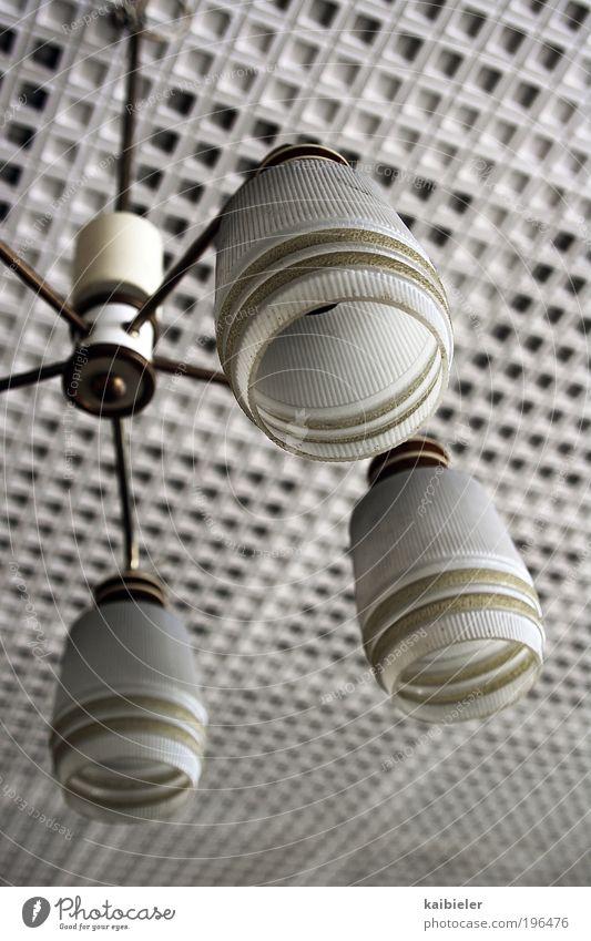 Der Letzte macht das Licht aus Wohnung Innenarchitektur Lampe Decke Deckenbeleuchtung Deckenlampe Designerleuchte retro alt ästhetisch Coolness historisch blau