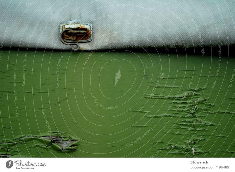Stilleben mit Lack Anhänger Kunststoff ästhetisch grün Abdeckung Farbfoto Außenaufnahme Tag Starke Tiefenschärfe