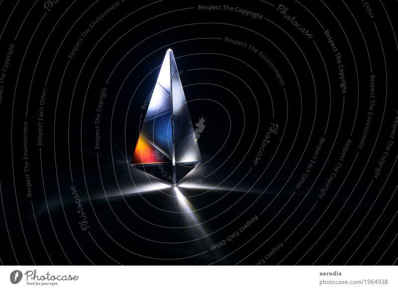 Glasprisma mit Lichtbrechung in bunten Farben Bildung Wissenschaften Schule Studium Dekoration & Verzierung mehrfarbig schwarz Inspiration kompetent Kunst Stil