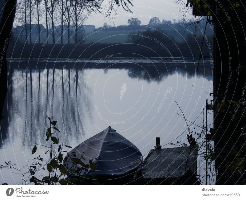 Stiller See Herbst Wasserfahrzeug ruhig