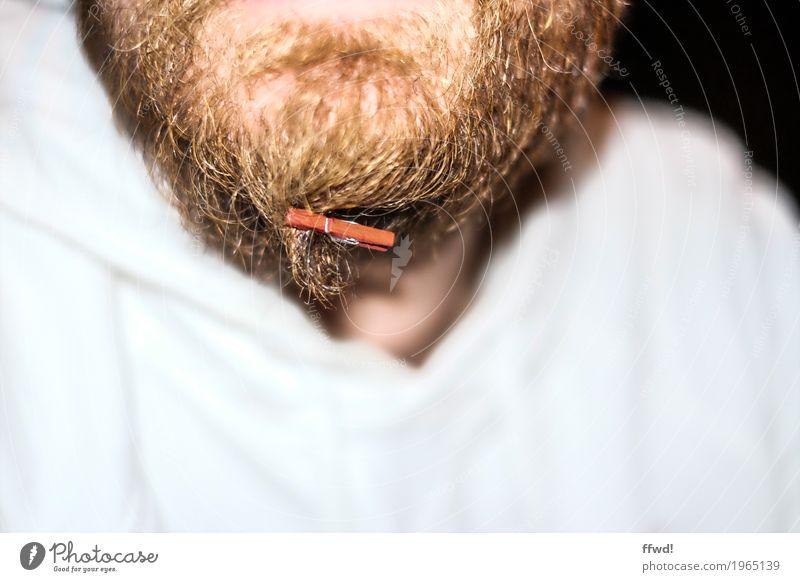 Hipsterklemme Lifestyle maskulin Junger Mann Jugendliche Erwachsene Bart 1 Mensch 18-30 Jahre 30-45 Jahre Pullover Vollbart Behaarung Wäscheklammern Klammer