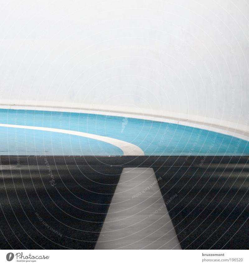 Fahrt ins Blaue Güterverkehr & Logistik Tunnel Parkhaus Verkehr Straßenverkehr Autofahren Kurve links Linie Schilder & Markierungen weiß blau schwarz