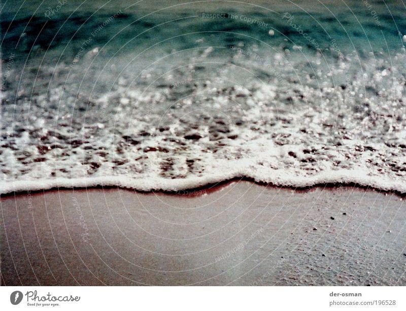 welle blau Wasser Meer Erholung Strand Bewegung Küste lachen Denken liegen Wellen laufen Schönes Wetter genießen Ernährung beobachten