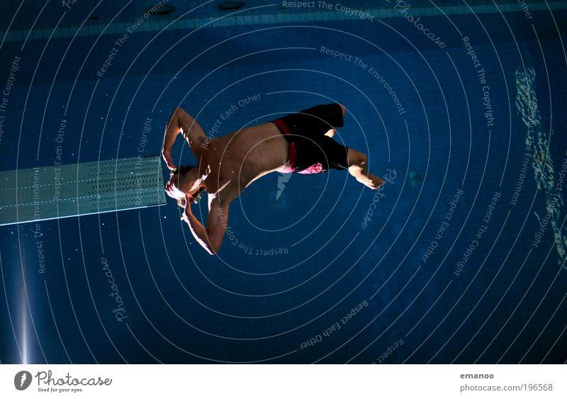 höhenrausch Mensch Jugendliche Freude Sport springen Freiheit Körper Erwachsene maskulin fliegen Lifestyle Coolness Schwimmbad Freizeit & Hobby Fitness