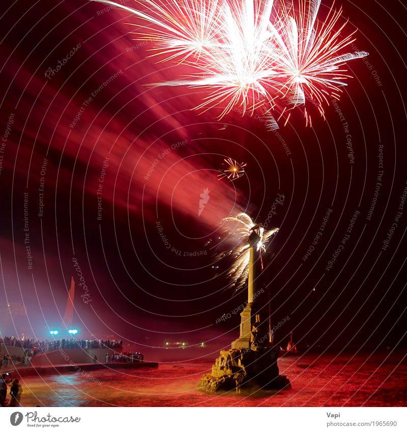 Feiertagsfeuerwerk Himmel Weihnachten & Advent Farbe Wasser weiß rot Freude schwarz gelb Party Feste & Feiern See orange hell Fluss neu