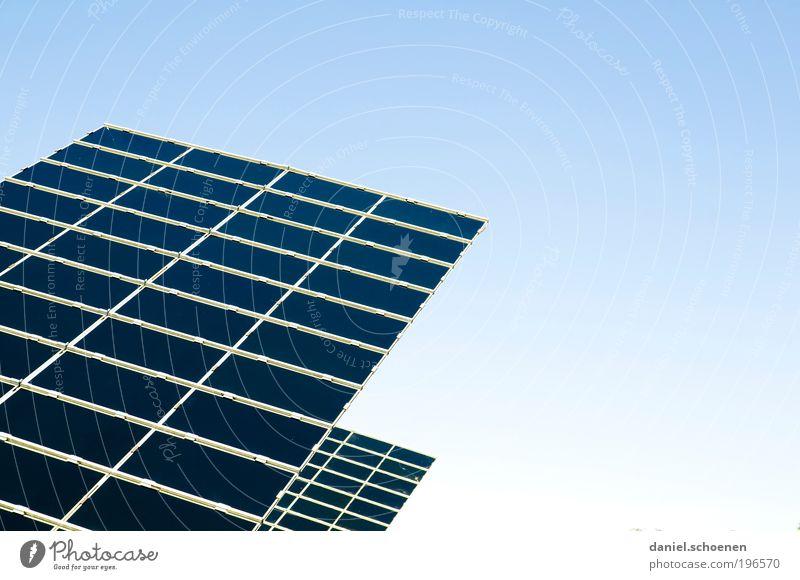 Sonnenenergie Teil 1 blau Energie Energiewirtschaft Zukunft Technik & Technologie Klima Wissenschaften Sonnenenergie Schönes Wetter Klimawandel Fortschritt High-Tech Wolkenloser Himmel Erneuerbare Energie