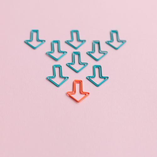 Zielgerichtet blau sprechen Wege & Pfade Business Schule orange rosa Büro Schilder & Markierungen Erfolg Perspektive Studium Zeichen planen