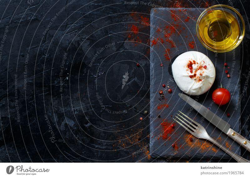 Italienischer Käse Burrata, Tomaten, Gewürze und Olivenöl Milcherzeugnisse Gemüse Kräuter & Gewürze Öl Ernährung Vegetarische Ernährung Italienische Küche