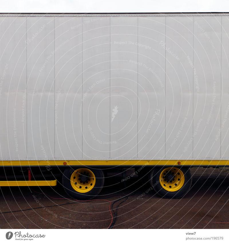 Trailer Ferne gelb Straße oben Metall Linie Ordnung Verkehr groß authentisch einzigartig Güterverkehr & Logistik einfach dünn rein lang