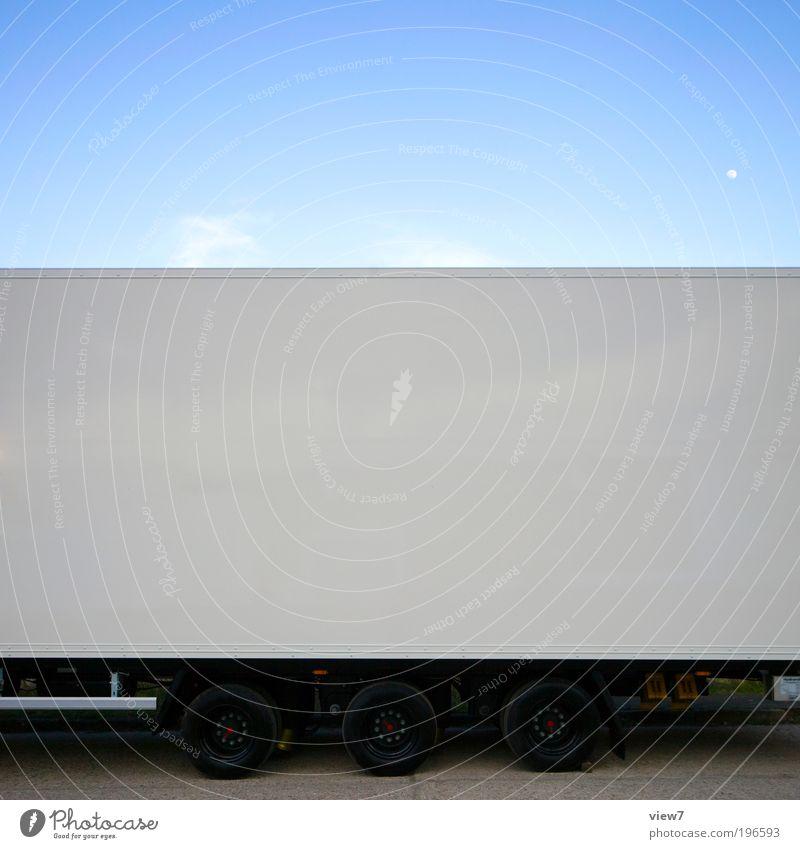 Trailer+ weiß Ferne dunkel Linie Metall groß Verkehr Ordnung ästhetisch neu Güterverkehr & Logistik authentisch einfach Streifen lang Lastwagen